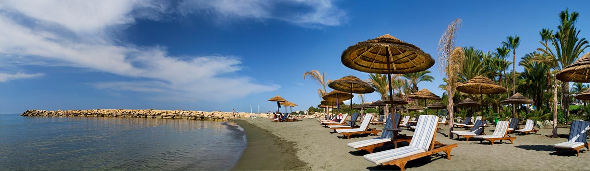 Amathus Beach Hotel Limassol - Perfect for couples & honeymooners by choosing one of the Junior Suites with sea views and own private pool with sun deck, or one of the lavish Honeymoon Sea View Suites overlooking the Mediterranean which gives the intimacy