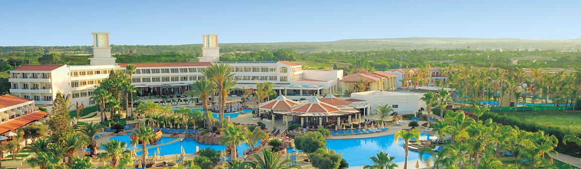 Olympic Lagoon Resort Paphos - Olympic Lagoon Paphos proudly sources the freshest produce from the hotels own gardens and enjoys freshly baked goods from the onsite bakery. All five restaurants offer a variety of dining experiences from pizza served al fr